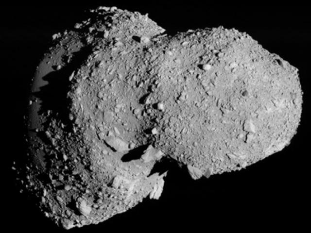 Die von Hayabusa 1 zur Erde gefunkten Bilder des Asteroiden Itokawa zeigen einen Himmelskörper, der eher einem Schutthaufen als einem festen Kleinplaneten ähnelt. Bild: ISAS, JAXA