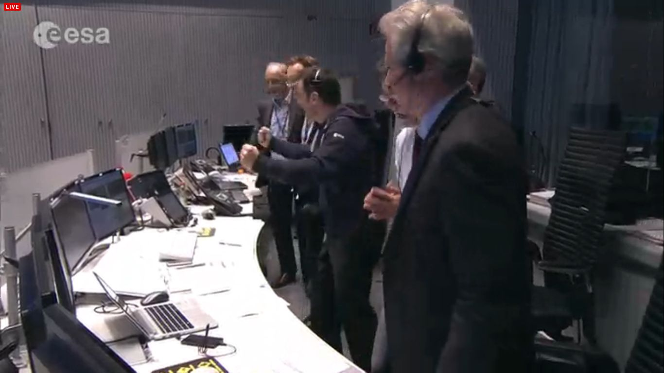 Der Moment: Philae telefoniert nach Hause - von der Öberfläche des Kometen 67P