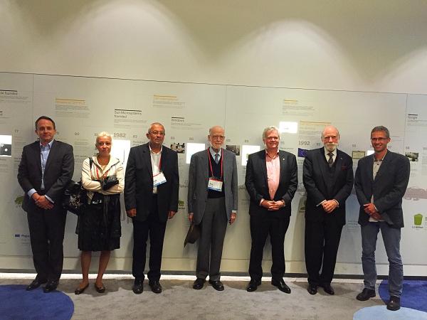 From left to right: K. Bliznak (SAP), O. Ioannadi-Sifakis, J. Sifakis, Sir T. Hoare, B. Schmidt, V. Cerf, T. Zurek (SAP)