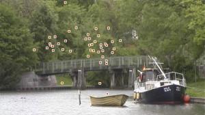 Entenflug über einem Kanal nahe Lübeck - auf die Punkte