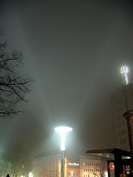 Lichtirrsinn in Aachen: Beleuchtung des Bahnhofsplatzes