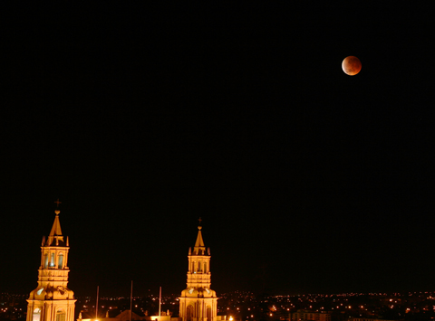 Mondfinsternis am 27.8.2007 in Arequipa, Peru (Jan Hattenbach)