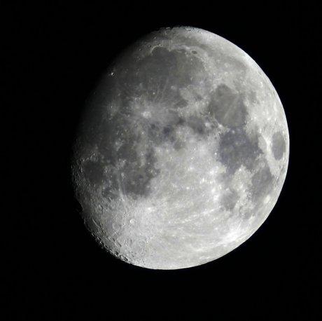 Der Mond, 3 Tage von Vorllmond, am 16.1.2011, aus Darmstadt, Quelle: Michael Khan