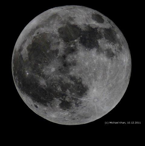 Vollmond am 10.12.2011 aus Darmstadt, ca. 3 Stunden nach Ende der Mondfinsternis, Quelle: Michael Khan