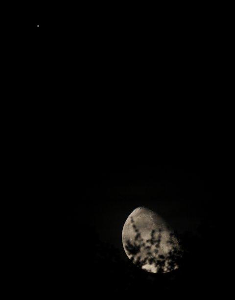 Mond und Jupiter kurz nach Mondaufgang am 5. Oktober 2012, Quelle: Michael Khan