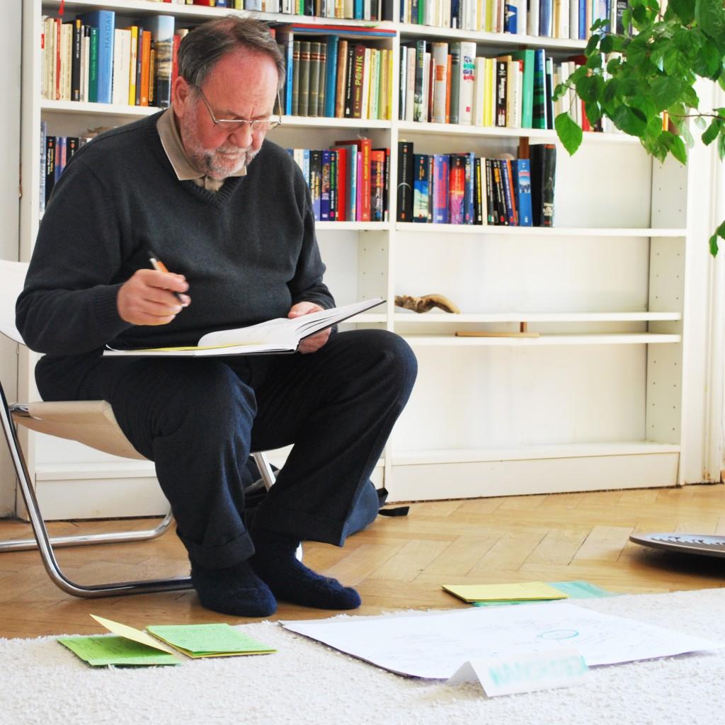 Abb.2: Bei der Arbeit am neuen Roman (Foto: Gregor vom Scheidt 2011)