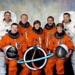 Von links: Steve Robinson, Jim Kelly, Andy Thomas, Wendy Lawrence, Charlie Camarda, Eileen Collins und Soichi Noguchi. Bild: NASA