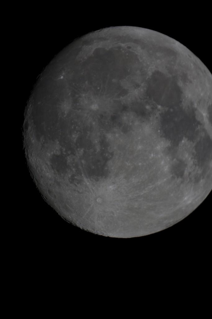 Mond, Dortmund, 26. September 2015, 22:35 Uhr, Skywatcher Maksutov Cassegrain 127/1500,  Canon EOS 400D, f=11,8 bei ISO 200 und 1/320s.