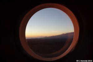 Sonnenuntergang vom Habitatfenster aus.