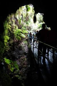 Eingang zur Thurston Lava Tube im Volcanoes National Park.
