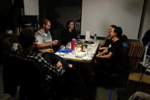 """Erste Geburtstagsfeier auf dem """"Mars"""": Shey wurde vor ein paar Tagen 37."""