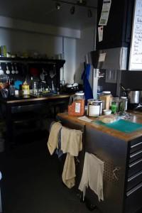 Die Küche - vom Essbereich aus aufgenommen.