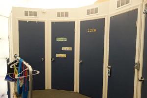 Am oberen Ende der Treppe: die Türen zu den Schlafquartieren.