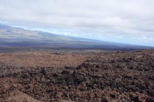 In der Ferne ist Tristan als einziger nicht-rötlicher Fleck im Terrain zu sehen.