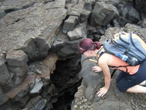 Wo Vulkane sind, sind auch Erdbeben nicht weit, und damit Erdspalten.