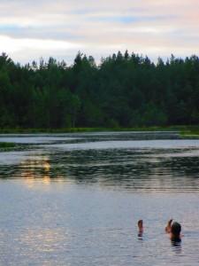 Alles ist besonders, wenn man ein Jahr lang darauf verzichten muss - selbst das Baden im See.