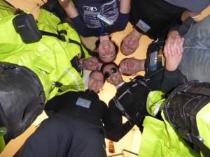 Die vollständige Crew, kurz nach dem Ende einer EVA. Mit freundlicher Erlaubnis von Sheyna Gifford.