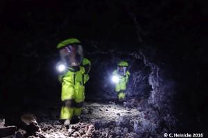 Carmel und Tristan, in der wohl größten Höhle, die wir bisher gefunden haben.