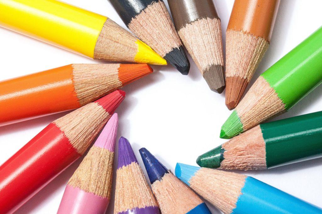 Farbkreis aus Buntstiften