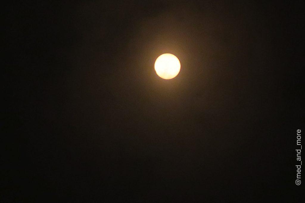 Die Sonnenfinsternis um 12.24 Uhr Ortszeit (RET).