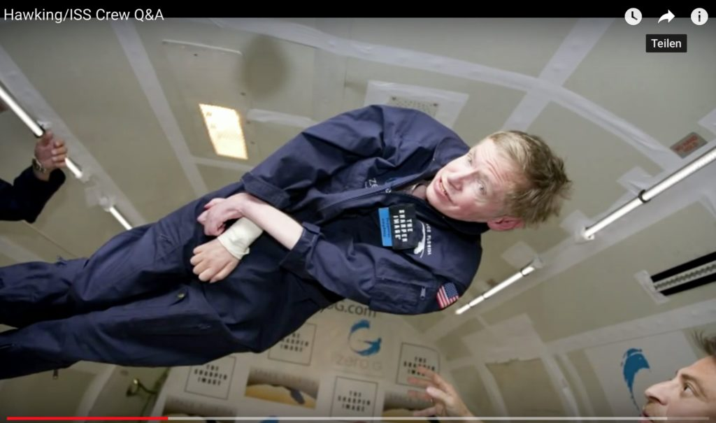 Pures Glück. Prof. Stephen Hawking am 26. April 2007 bei seinem Ausflug in die Schwerelosigkeit. Hier geht es zum kompletten Video.