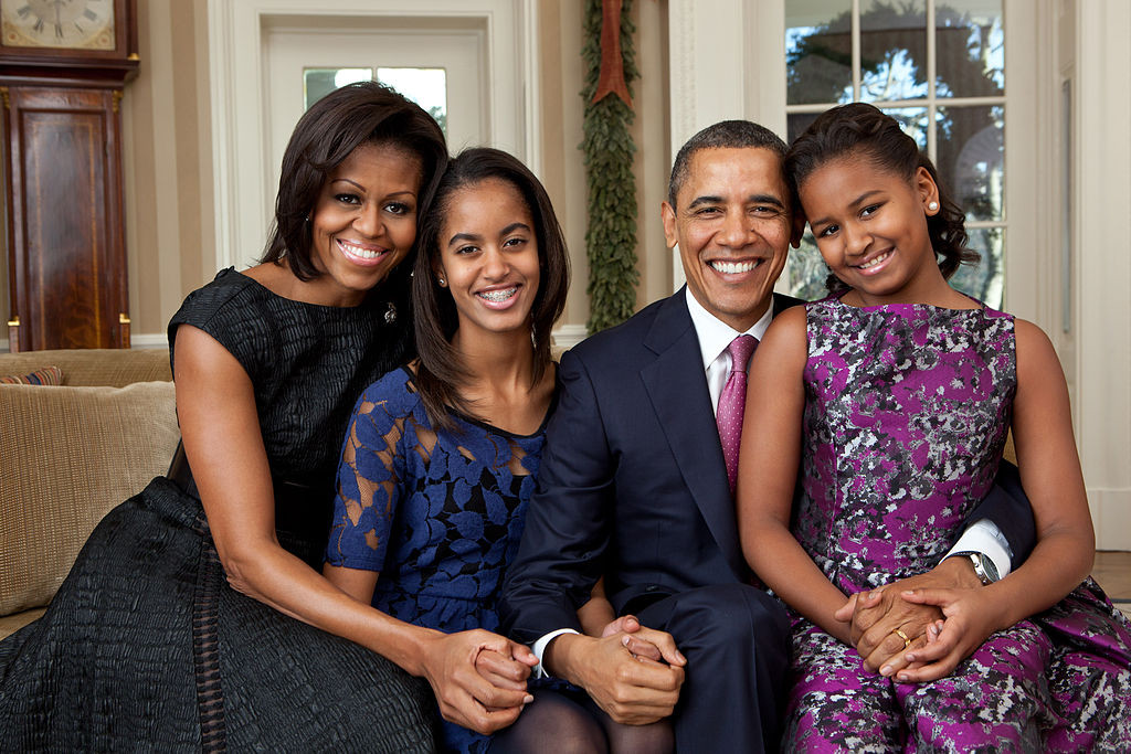 Barack_Obama_family_portrait_2011_Pete_Souza
