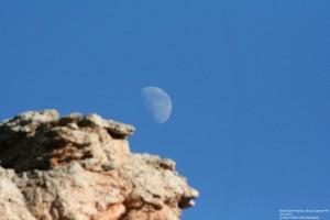 Und noch einmal der Mond über einem Hoodoo.