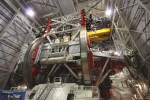 Das LBT ist ein ingenieurtechnisches Großprojekt. Die beiden 8,4m großen Spiegel sieht man kaum vor lauter Konstruktion...