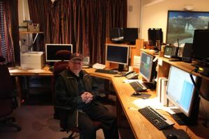 Pfarrer Richard Boyle im Kontrollraum des VATT.