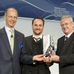 Verleihung des Wissenschaftspreises Elektrochemie in Ludwigshafen: Preisträger Karl Mayrhofer, Max-Planck-Institut für Eisenforschung, Düsseldorf, mit Kurt Bock, Vorstandsvorsitzender der BASF SE, und Martin Winterkorn, Vorstandsvorsitzender der Volkswagen AG.