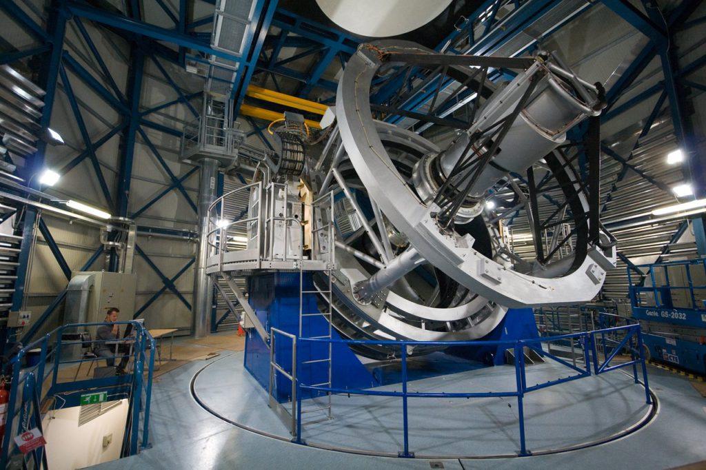 Moderne Montierungen für Großteleskope sind Azimutalmontierungen, wie diese hier.