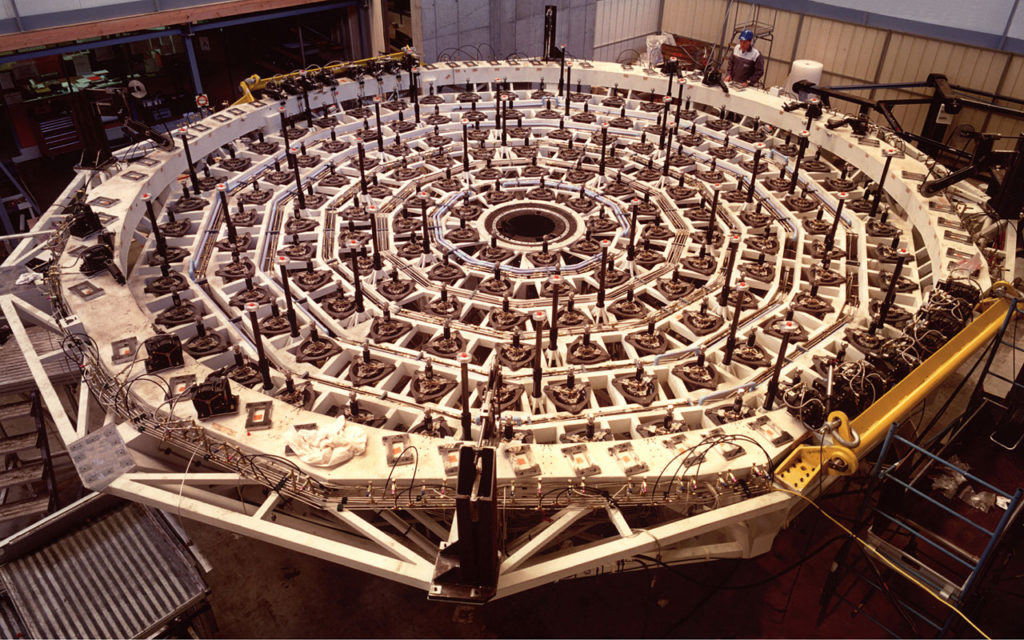 The primary mirrors (M1) of the four Unit Telescopes weigh 22 tonnes, measure 8.2 m across and are only 17 cm thick. Each of them rests on 150 computer-controlled supports that are installed in an exceedingly rigid M1 Cell that weighs about 11 tonnes. The supports are an integral part of the VLT Active Optics system which ensures that the large mirrors always have the optimal shape.