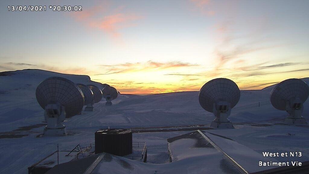 Diese IRAM-Antennen sind Teil des Event Horizon Telescope