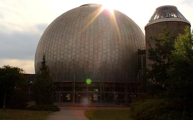Bald in neuem Glanze - der Tempel der Astronomie an der Prenzlauer Allee.