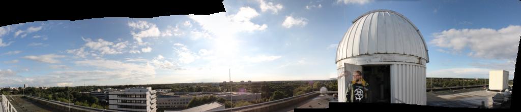 Besuch auf der Uni-Sternwarte: Als die Wolken mich gesehen haben, haben sie sich rasch verzogen, malten einen Regenbogen über die Förde und gaben den Blick über das weite Land frei - mit einer verblüffenden Klarheit, wie es sie in Kiel nur wirklich selten gibt.