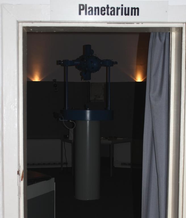 Tür zum Planetarium