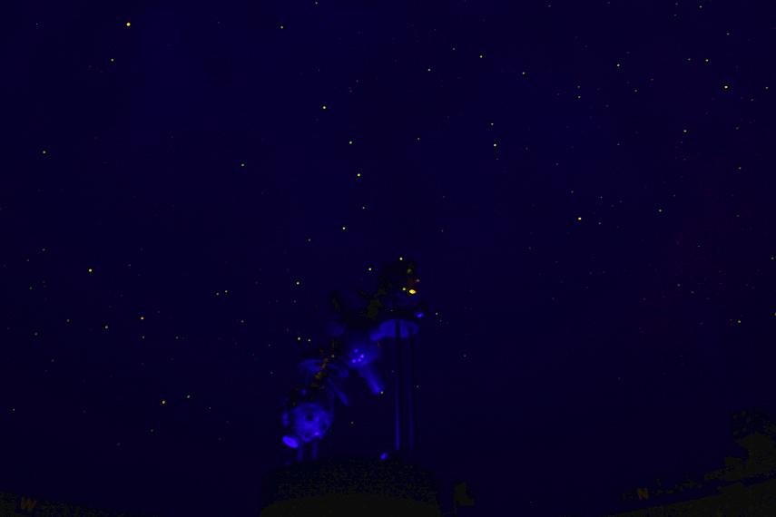 Kleinplanetarium mit Sternenhimmel: über der Nord-Kugel des Projektors sieht man den Großen Wagen.