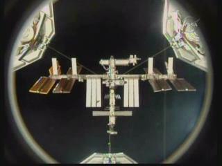 ISS vom Shuttle aus gesehen (Nasa TV)