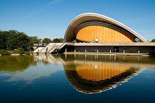 Haus der Kulturen der Welt (Wikimedia Commons, Autor Farbkonstrast)