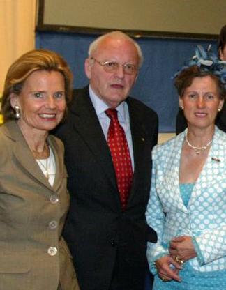 Ex-Bundespräsident Roman Herzog mit seiner Ehefrah Alexandra Freifrau von Berlichingen (links) und Gräfin Sonja Bernadotte (1944-2008) bei der Lindauer Nobelpreisträgertagung 2006.  (c) Council for the Lindau Nobel Laureate Meetings